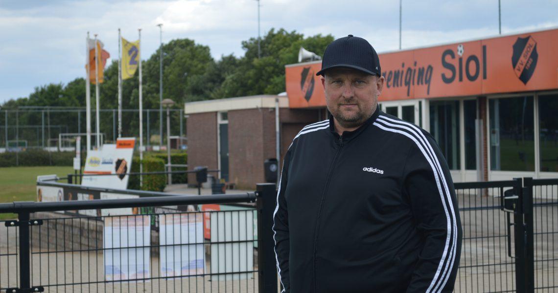 Racisme wordt niet getolereerd door voetbaltrainer Luciën Roeffen